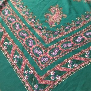 Accessories - Lovely large vintage scarf/shawl